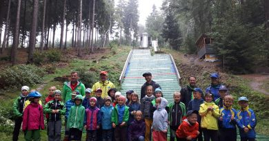 Grundschulwettbewerb und Miniskifliegen in Grüna
